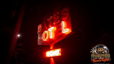 bates-motel-sign