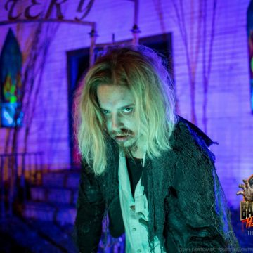 cemetery-zombie-johnny-depp-haunted-hayride