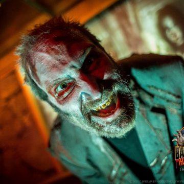 mall-zombie-snarls-2-haunted-hayride