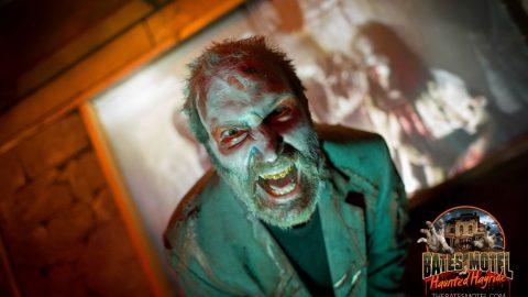 mall-zombie-snarls-haunted-hayride