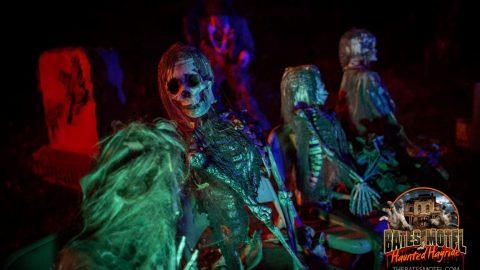 mourners-2-haunted-hayride